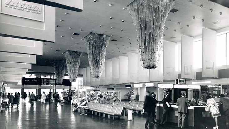 Chandeliers in Terminal 1 in the 1960s