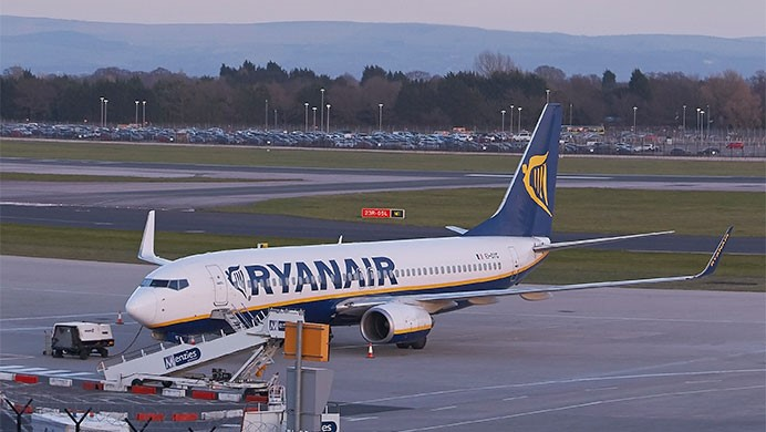 Ryanair arrivals and departures